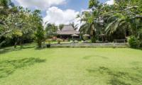Villa Galante Garden   Umalas, Bali