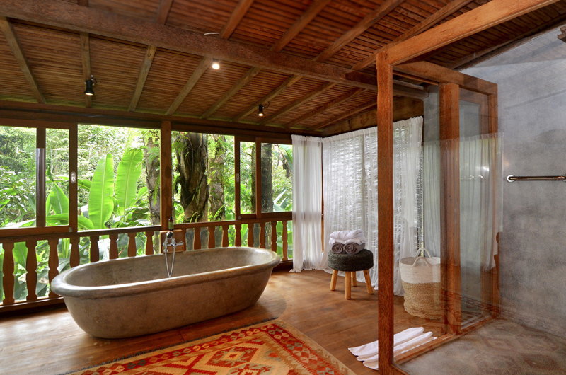 Villa Nag Shampa Bathroom One Bathtub | Ubud Payangan, Bali
