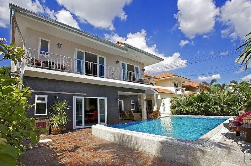 Baan Calypso Swimming Pool   Pattaya, Thailand
