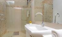Jomtien Waree 8 Guest Bathroom | Pattaya, Thailand