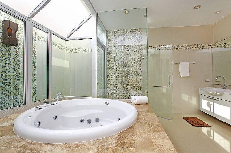 Jomtien Waree 8 Master Bathroom | Pattaya, Thailand