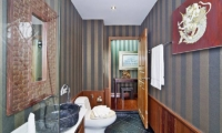 Villa Haven Guest Bathroom   Pattaya, Thailand
