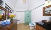 Villa Haven Bathroom   Pattaya, Thailand