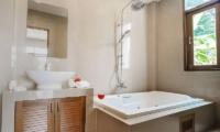 Patong Hill Estate Seven En-suite Bathroom | Phuket, Thailand