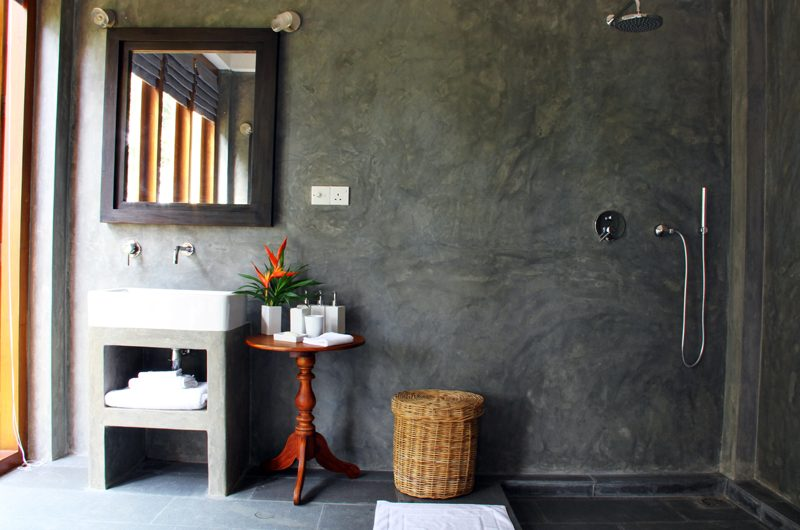 Lassana Kanda Bathroom with Shower | Galle, Sri Lanka