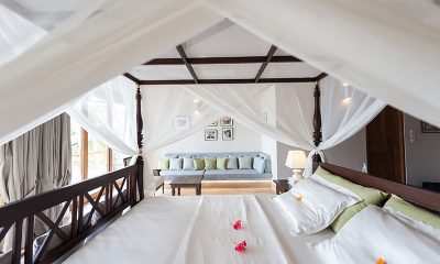 Villa Serendipity Bedroom with Chair | Koggala, Sri Lanka