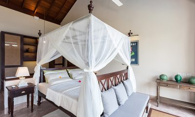 Villa Serendipity Bedroom with Lamp | Koggala, Sri Lanka
