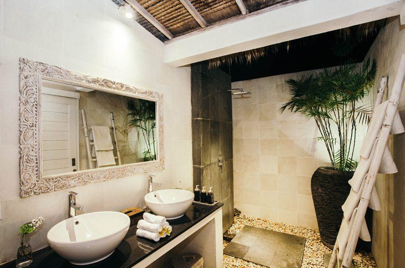 Escape Master Bathroom | Nusa Lembongan, Bali
