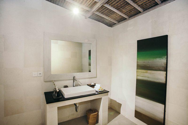 Escape Bathroom | Nusa Lembongan, Bali