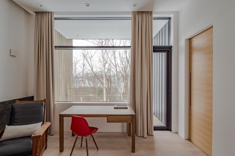 Yanagi House Desk | Hokkaido, Niseko