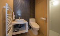 Yorokobi Lodge En-suite Bathroom | Hirafu, Niseko