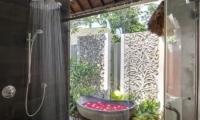 Uma Wana Prasta Bathtub | Canggu, Bali