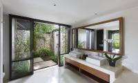Villa Ambar Bathroom with Mirror | Ungasan, Bali