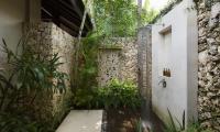 Villa Ambar Shower Area | Ungasan, Bali