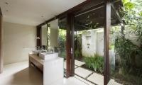 Villa Ambar Outdoor Shower | Ungasan, Bali