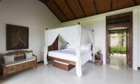 Villa Ambar Bedroom with Seating | Ungasan, Bali
