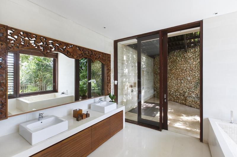 Villa Ambar Bathroom | Ungasan, Bali