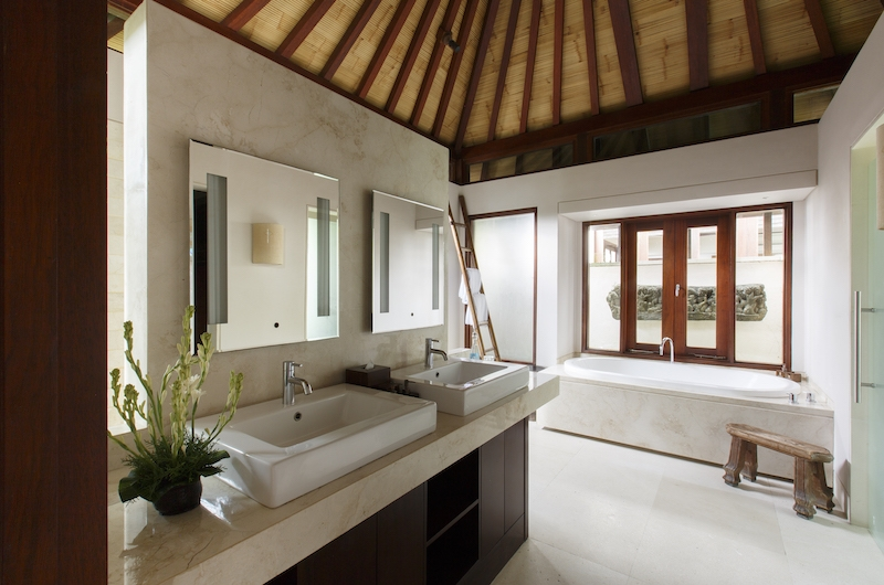 Villa Chintamani Bathroom with Bathtub | Ungasan, Bali