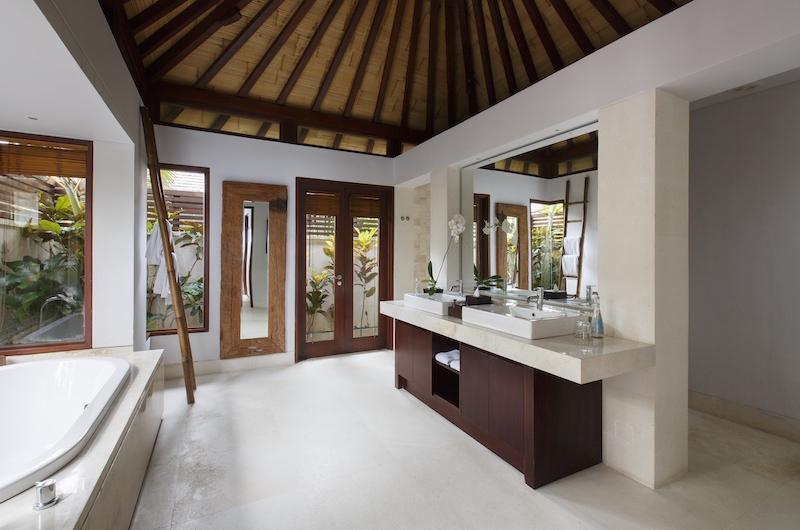Villa Nora Bathroom | Ungasan, Bali