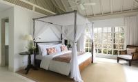 Villa Tamarama Bedroom with Seating   Ungasan, Bali