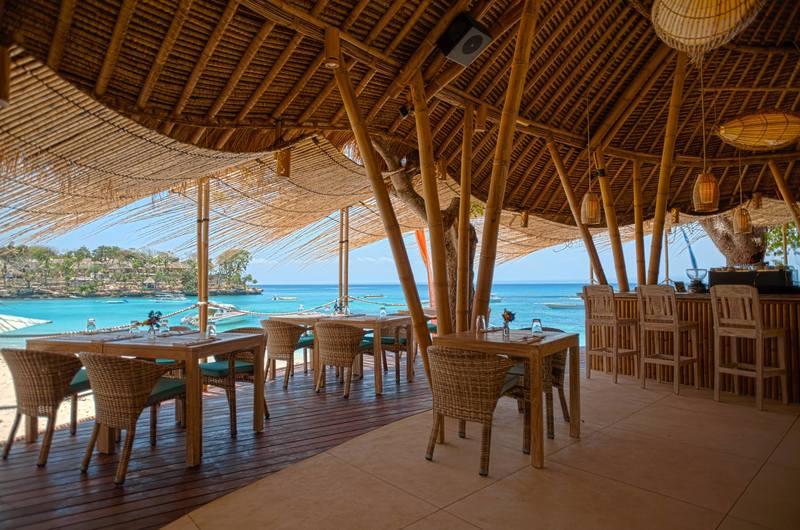 Hai Bar and Grill Sandy Bay Beach Club - Bars in Nusa Lembongan, Bali