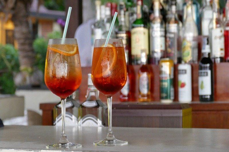 Buntings Bar and Restaurant Sandy Bay Beach Club - Bars in Nusa Lembongan, Bali