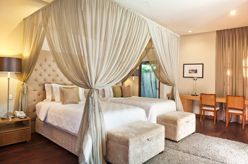 Akara Villas 3 Twin Bedroom with Study Table | Seminyak, Bali