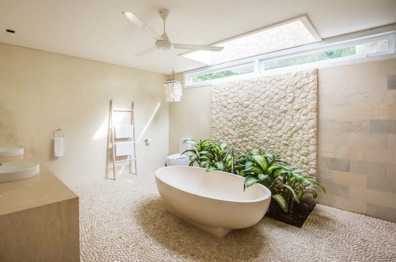 Villa Savasana Bathtub   Canggu, Bali