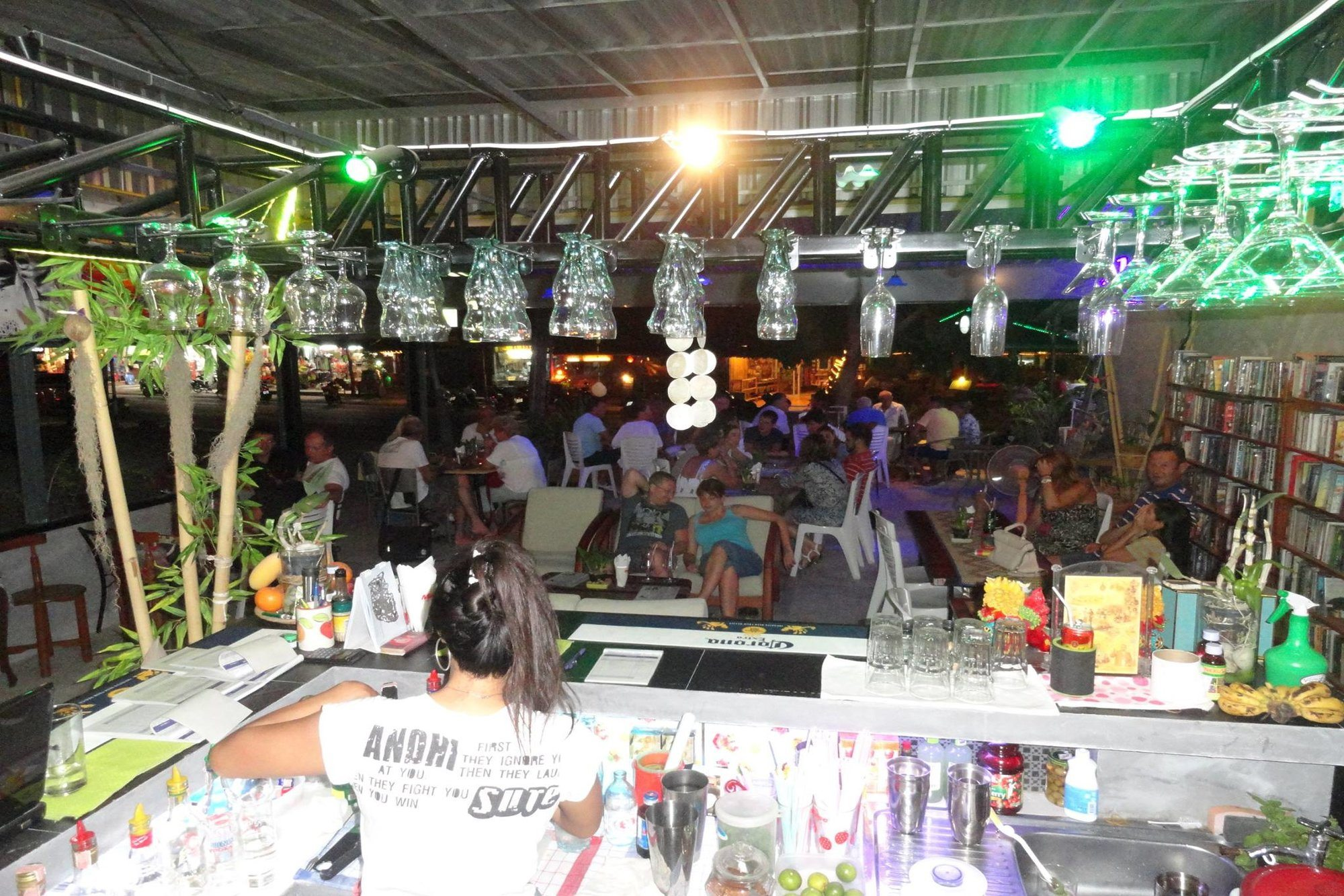 5 Cool Bars to Visit in Choeng Mon
