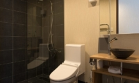 The Orchards Niseko Akagashi Bathroom One | St Moritz, Niseko