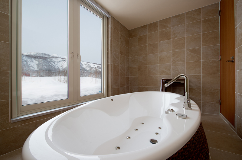 The Orchards Niseko Eagle's Nest Bathtub | St Moritz, Niseko