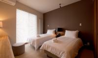 The Orchards Niseko Eagle's Nest Twin Bedroom | St Moritz, Niseko