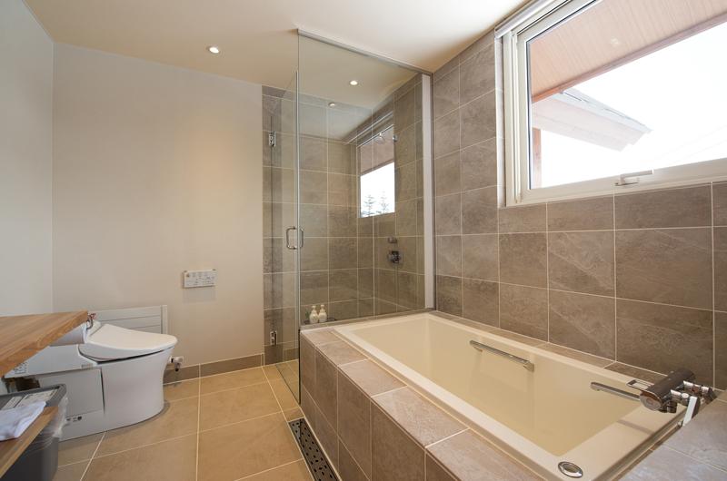 The Orchards Niseko Eagle's Nest En-suite Bathroom | St Moritz, Niseko