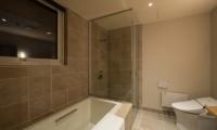 The Orchards Niseko Goyomatsu Bathroom | St Moritz, Niseko