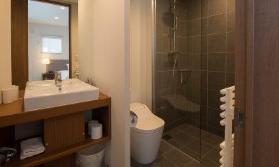 The Orchards Niseko Hinoki En-suite Bathroom | St Moritz, Niseko