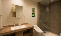 The Orchards Niseko Sawara En-suite Bathroom | St Moritz, Niseko