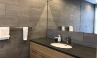 Yanagi House Bathroom | Hirafu, Niseko