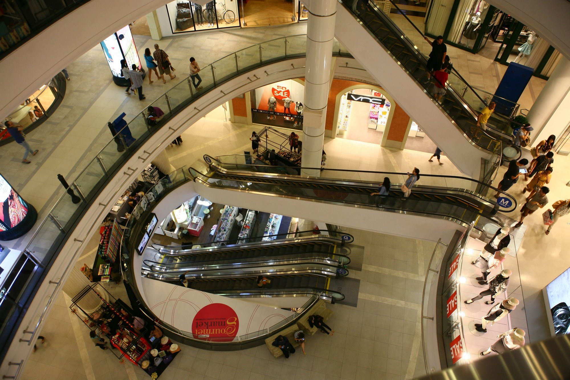 9 Best Spots for Shopping in Kata