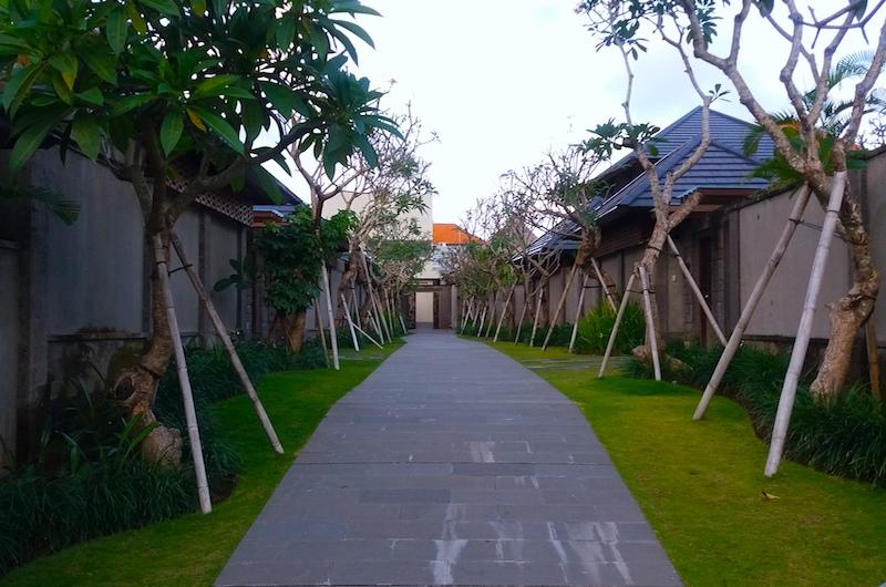 Bali Canggu Loop Pool Bar Garden