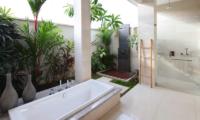 Villa Merayu Outdooor Bathtub | Canggu, Bali