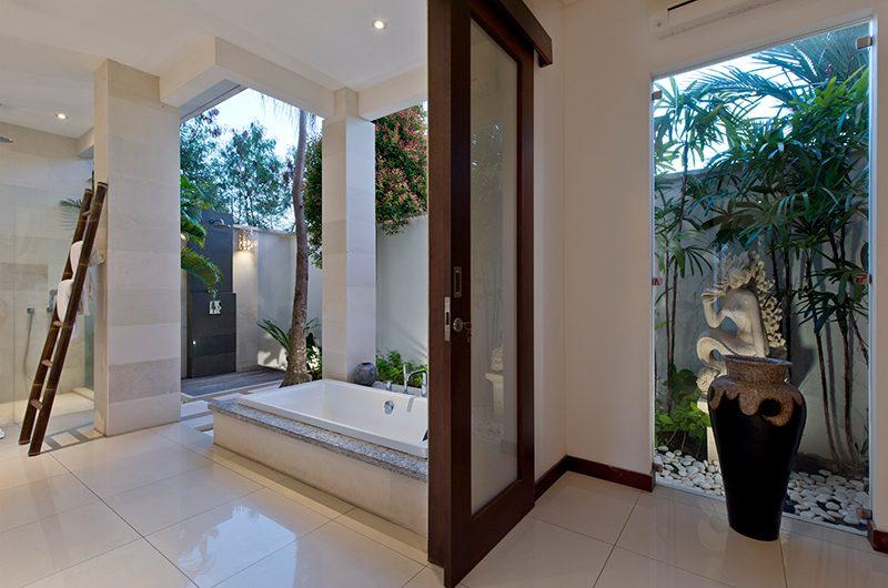Villa Merayu Open Plan Bathtub | Canggu, Bali