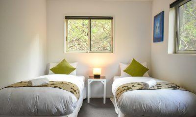 Altitude Hakuba Twin Bedroom with Lamps | Hakuba, Nagano