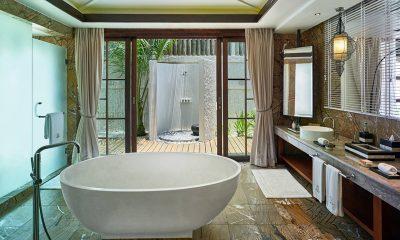 Jumeirah Vittaveli Royal Residence Bathtub | Bolifushi Island, Maldives
