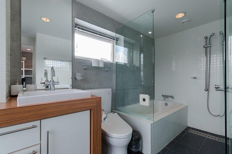 Kitanishi 3 En-suite Bathroom   Hirafu, Niseko