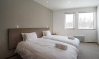 The Orchards Niseko Kaki Twin Bedroom | St Moritz, Niseko