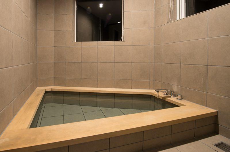 The Orchards Niseko Kaki Bathroom | St Moritz, Niseko
