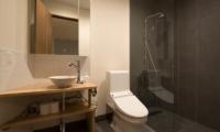The Orchards Niseko Kuromatsu En-suite Bathroom | St Moritz, Niseko