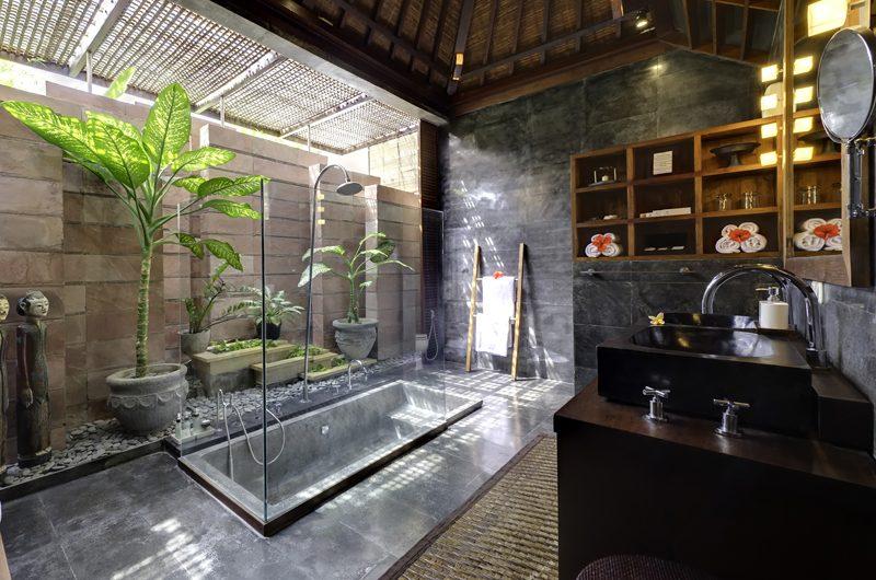 Majapahit Villa Nataraja En-suite Bathroom | Sanur, Bali
