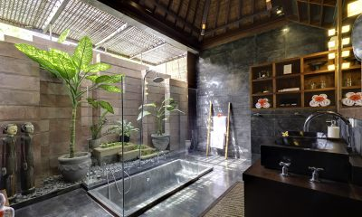 Majapahit Villa Raj En-suite Bathroom | Sanur, Bali