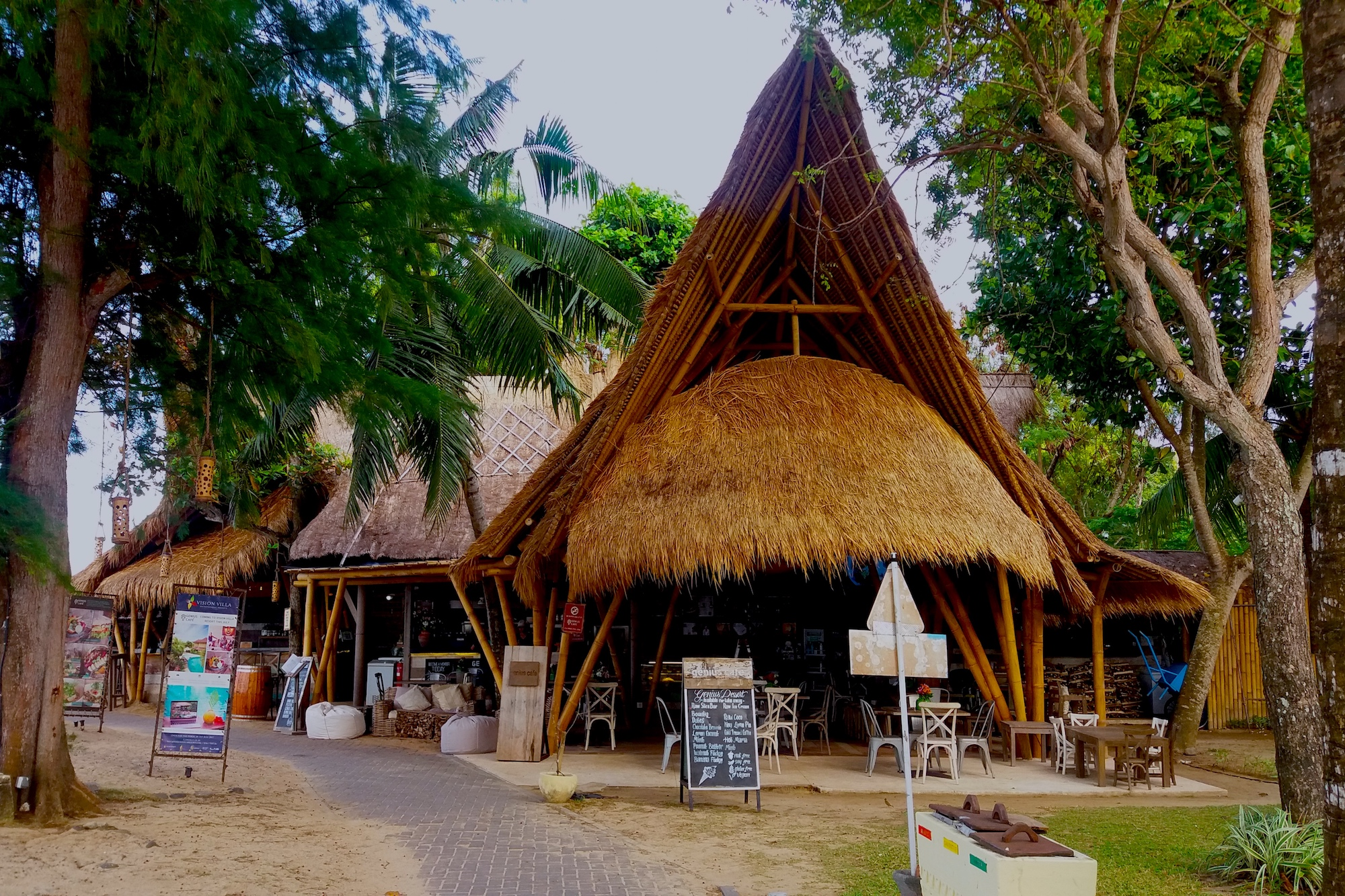 Genius Cafe Sanur – Cocktails & Coworking on the Beach